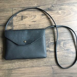 New Look simple black faux leather purse 👜